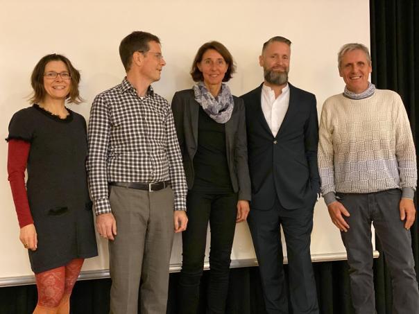 Die Organisatorin und die Vortragenden im Gruppenfoto