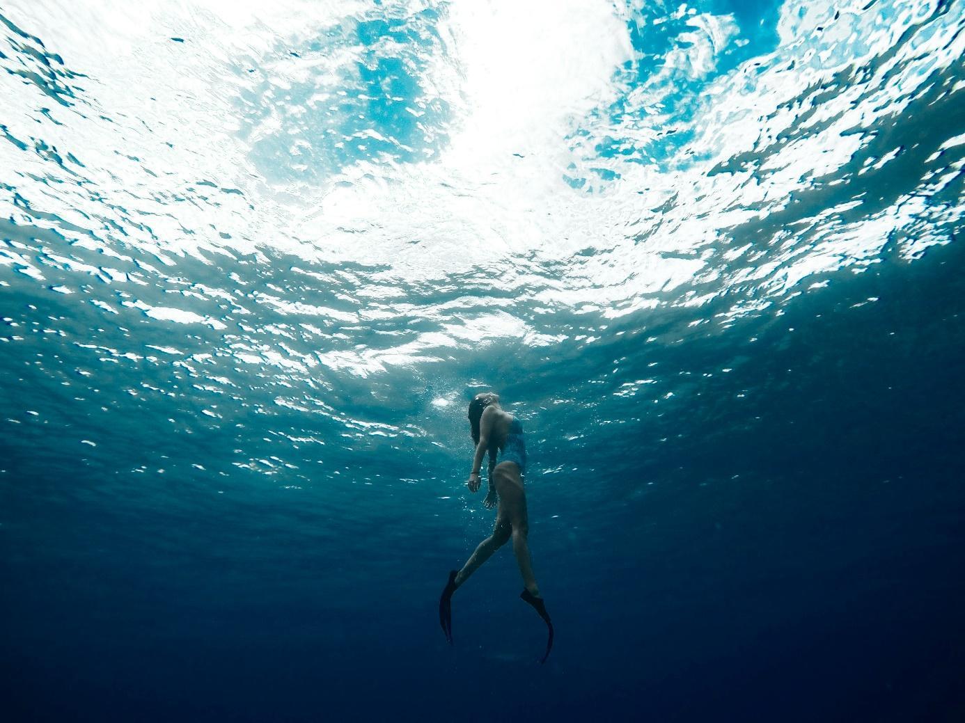 Ein Bild, das Wasser, draußen, Sport, fahrend enthält. Automatisch generierte Beschreibung